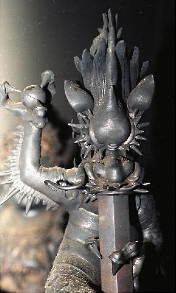 宝山寺銅造倶利伽羅竜剣